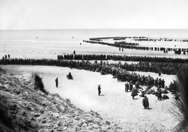 British troops lat Dunkirk to